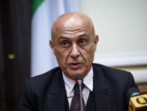 L'allarme di Minniti: «A rischio la tenuta del sistema di accoglienza»