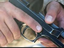 """Quanti armi circolano in Italia: licenze """"facili"""", dati opachi e norme da rivedere (in fretta)"""