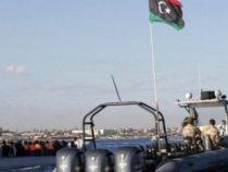 Pescherecci italiani puntati dalla Guardia costiera libica