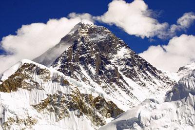 Pilota dell'aeronautica conquista la vetta dell'Everest