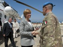 Ministro Pinotti si congeda da caschi blu italiani in Libano