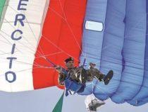 Festa della Repubblica: il volo significativo del parà