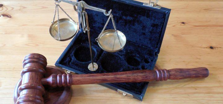 Guida in stato di ebbrezza: l'obbligo di avviso di farsi assistere da un difensore di fiducia esiste solo per prelievi chiesti dalla polizia