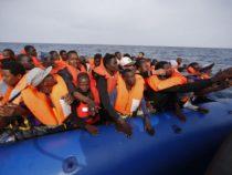 Migranti: chiesto un blocco navale sulle coste libiche