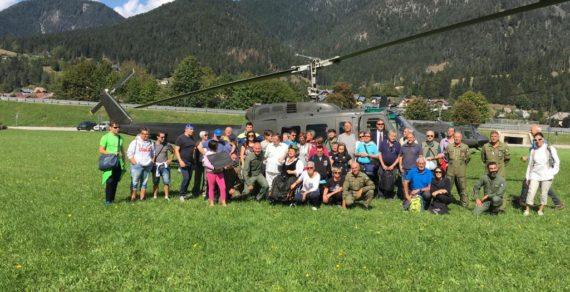 Elicotteri dell'Esercito in volo con i diversamente abili