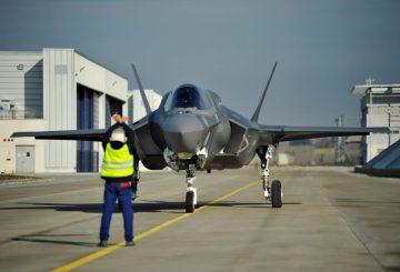 F-35: Storia dell'aereo più costoso del mondo