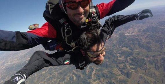 Tofalo: lancio da 4.500 metri d'altezza con i parà del Tuscania