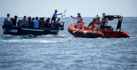 Migranti: Salvini, Blindare i confini in mare