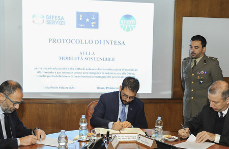 Energia pulita e mobilità sostenibile: Intesa tra Difesa e Snam