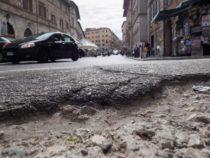 Buche Roma: Il sì all'esercito per riparare le strade