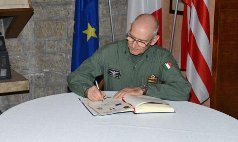 Visita del Generale Rosso agli uomini e donne del 6° Stormo