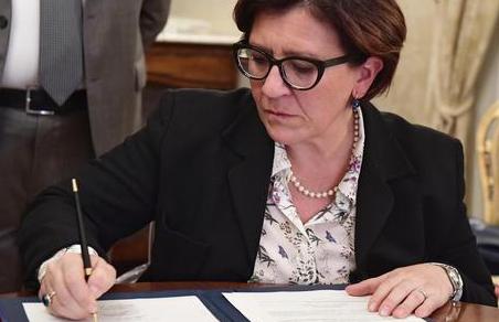 Trenta: Firmato atto per il primo sindacato per le Forze Armate