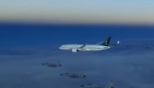 Arabia Saudita: Sei caccia scortano aereo del principe ereditario