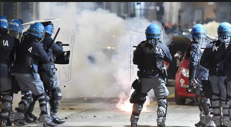 Scontri Torino: Scarcerazioni anarchici vanificano lavoro polizia