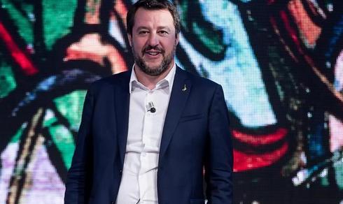 Politica: Lo scontro Salvini-Difesa
