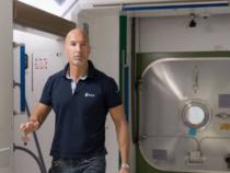 Missione Spaziale: Luca Parmitano saluta le figlie prima della quarantena