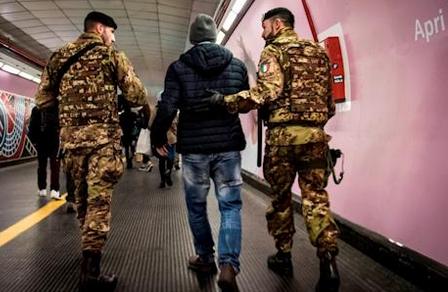 Strade sicure: Ruba lo smartphone, bloccato da una pattuglia dell'Esercito