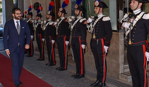 Tofalo in visita ufficiale alla Legione Carabinieri Campania