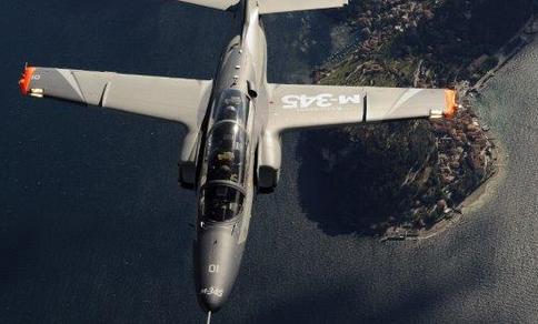 Leonardo: Firmato contratto per 13 M-345 all'Aeronautica Militare