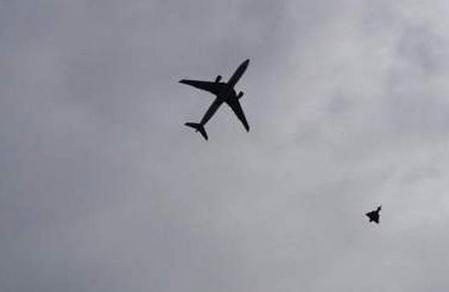 Londra: Volo low cost rientrato scortato da due jet della Raf