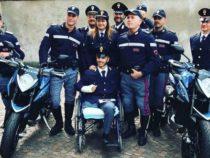 Giovane poliziotto torna in servizio dopo amputazione di una gamba