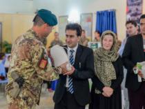 Afghanistan: I militari italiani donano riso all'orfanotrofio di Herat