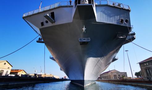 Marina Militare: La Portaerei Cavour all'Arsenale Militare Marittimo di Taranto
