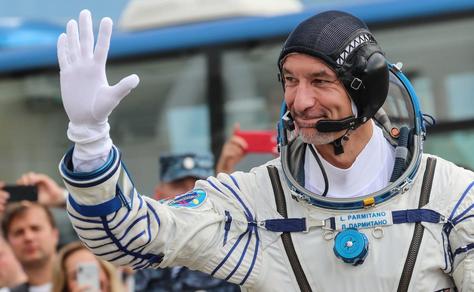 """Spazio: """"Vorrei andare sulla Luna"""", intervista all'astronauta italiano Luca Parmitano"""