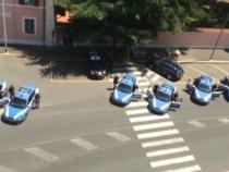 Roma: Carabiniere ucciso, le volanti della polizia a sirene spiegate in segno di solidarietà