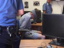 Delitto Cerciello, la versione del carabiniere che scattò la foto: «Hjorth bendato perché dava testate»