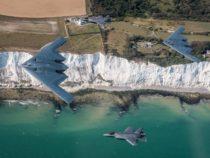 Le spettacolari foto del volo di addestramento di bombardieri B-52 USA con i caccia F-35 del Regno Unito
