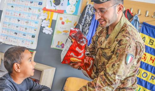 Missione in Kosovo:  Donazione di materiale scolastico da parte del contingente italiano