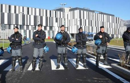 Esplode l'ira delle Forze dell'Ordine: La polizia scende in piazza