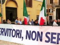 Le forze dell'ordine italiane contro il governo per il mancato rinnovo del contratto