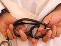 Tatuaggi e piercing medici e infermieri: Cosa dice la legge