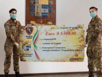 """Solidarietà: I Bersaglieri della Brigata """"Aosta"""" consegnano un assegno al Comune di Trapani"""
