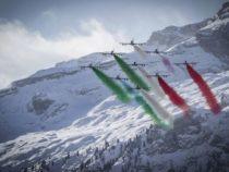 Mondiali di sci alpino: Steso il Tricolore più lungo del mondo dalle Frecce Tricolori sopra i cieli di Cortina