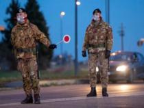 Cronaca: Roma, auto non si ferma all'alt. Militari sparano per fermarne la corsa