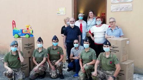 Aeronautica Militare: Il 36° Stormo dona viveri e giocattoli al Centro di Ascolto di Gioia