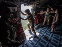 Pisa: Visita del presidente dell'Istituto del Nastro Azzurro al Centro addestramento paracadutisti dell'Esercito