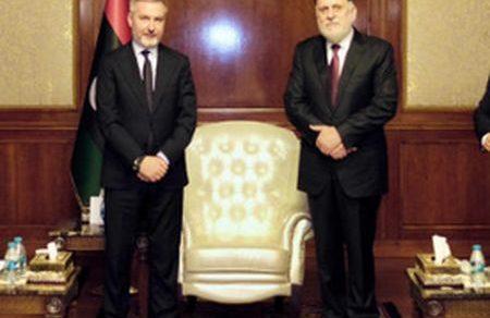 Libia: Il ministro Lorenzo Guerini a Tripoli per l'accordo anti migranti