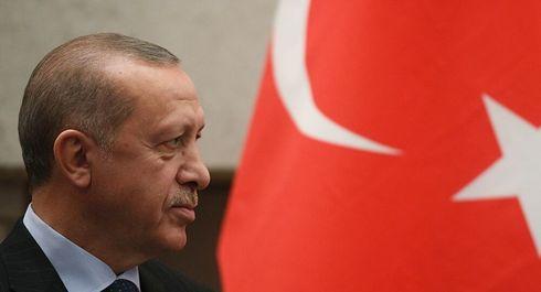 Estero: Tensione Turchia-Grecia, Erdogan sposta i carri armati verso il confine