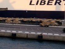 Porto di Livorno: Imponente imbarco di decine di mezzi militari provenienti da Camp Darby
