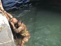 Porto di Napoli: Salvato dai militari dell'Esercito un turista caduto in acqua