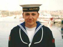 Dedicata una poesia in memoria del nocchiere Alessandro Nasta, morto a bordo di nave Vespucci nel 2012