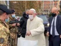"""Festa dell'Immacolata: Papa Francesco si ferma a salutare i militari dell'operazione """"Strade sicure"""""""