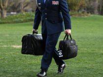 Stati Uniti: Lo scambio della valigetta nucleare, il momento più riservato del giorno d'insediamento del nuovo Presidente