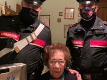 Padova: Anziana sola chiama i carabinieri che le fanno visita portando un pasto caldo e un regalo