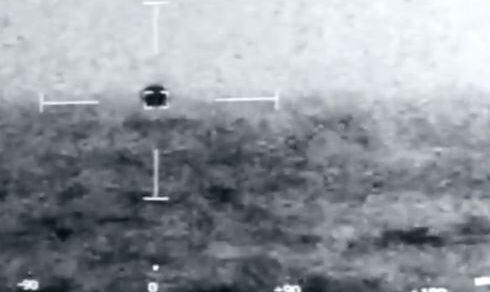 """Ufo: Nave da guerra americana in un video filma un oggetto volante """"non identificato"""""""