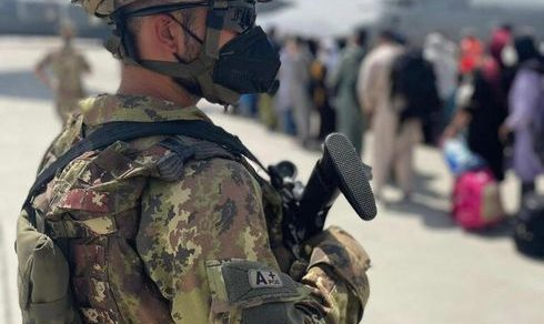 """Operazione """"Aquila Omnia"""": L'impegno dell'Esercito Italiano per la sicurezza dei cittadini afghani"""